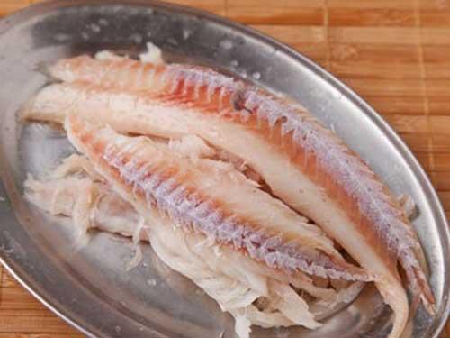 Приготовить рыбные котлеты с речной рыбы
