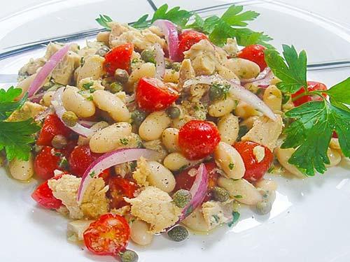 Салат из белой консервированной фасоли с помидорами